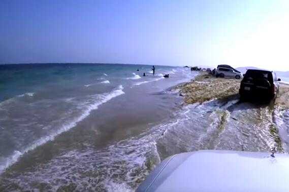 sealine-beach-sand-dune-bashing-doha-qatar